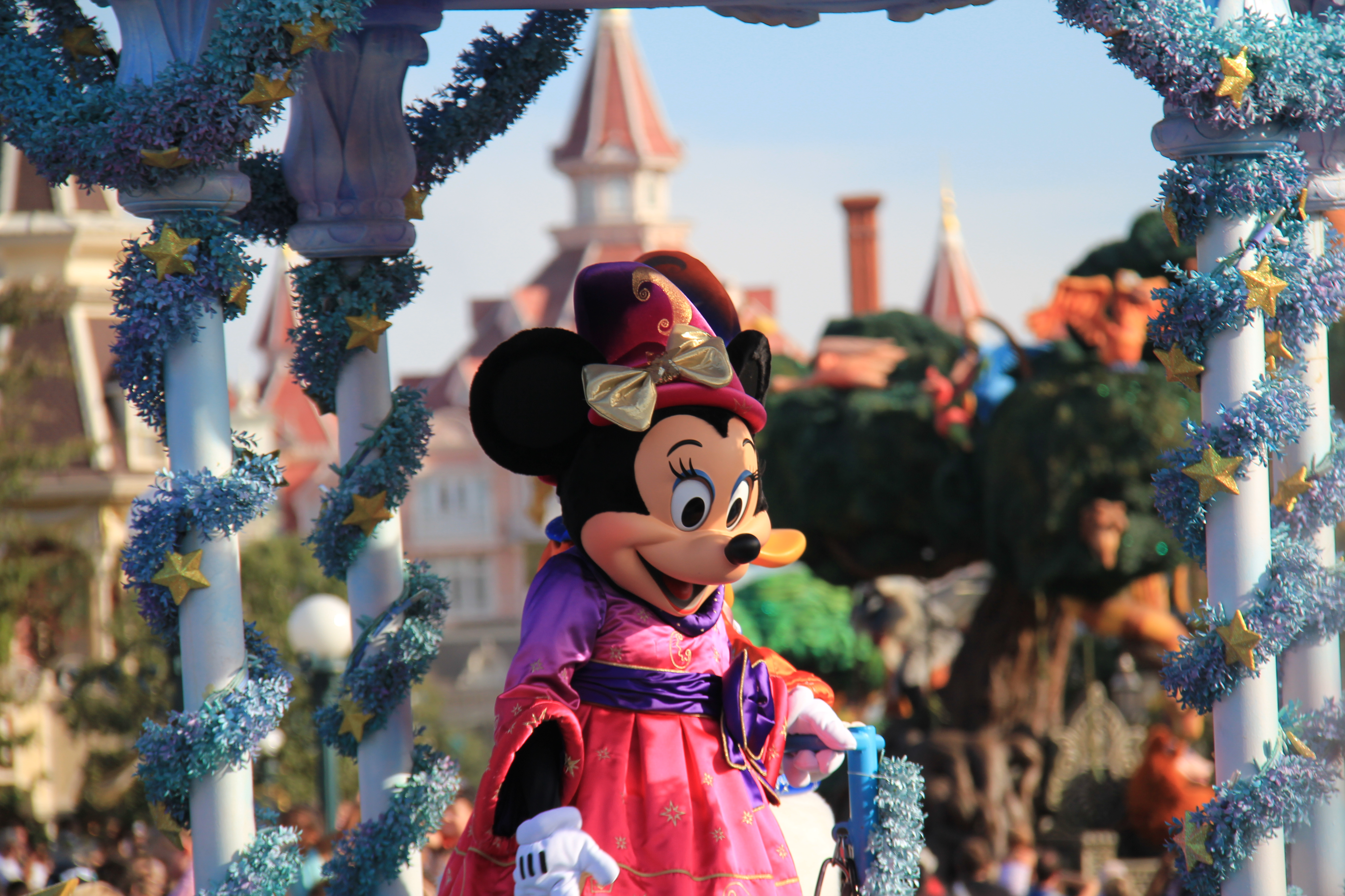 eurodisney essay Essay disneyland the greatest place on the face of the earth is disneyland nowhere else has the magic that a day at disneyland possesses from my childhood to my adulthood, i have never experienced a day at disneyland that didnt put enough joy in my heart to far exceed the admission price.